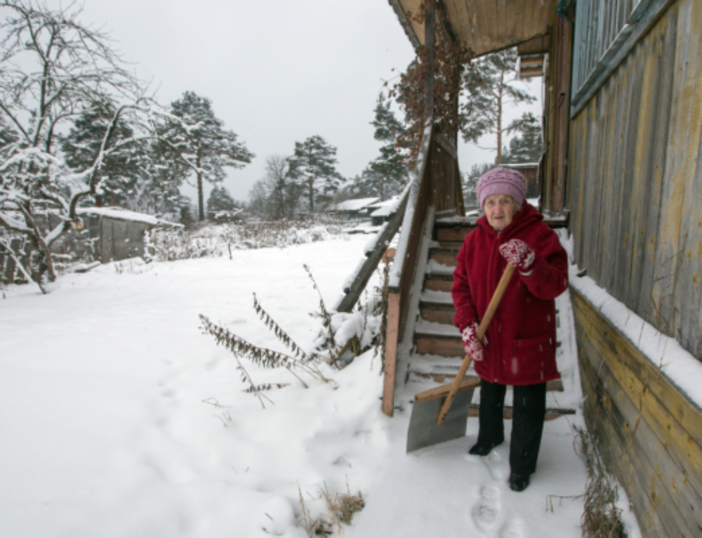 3 Ways to Help Your Elderly Parents – Snow Removal Tips from Sauers